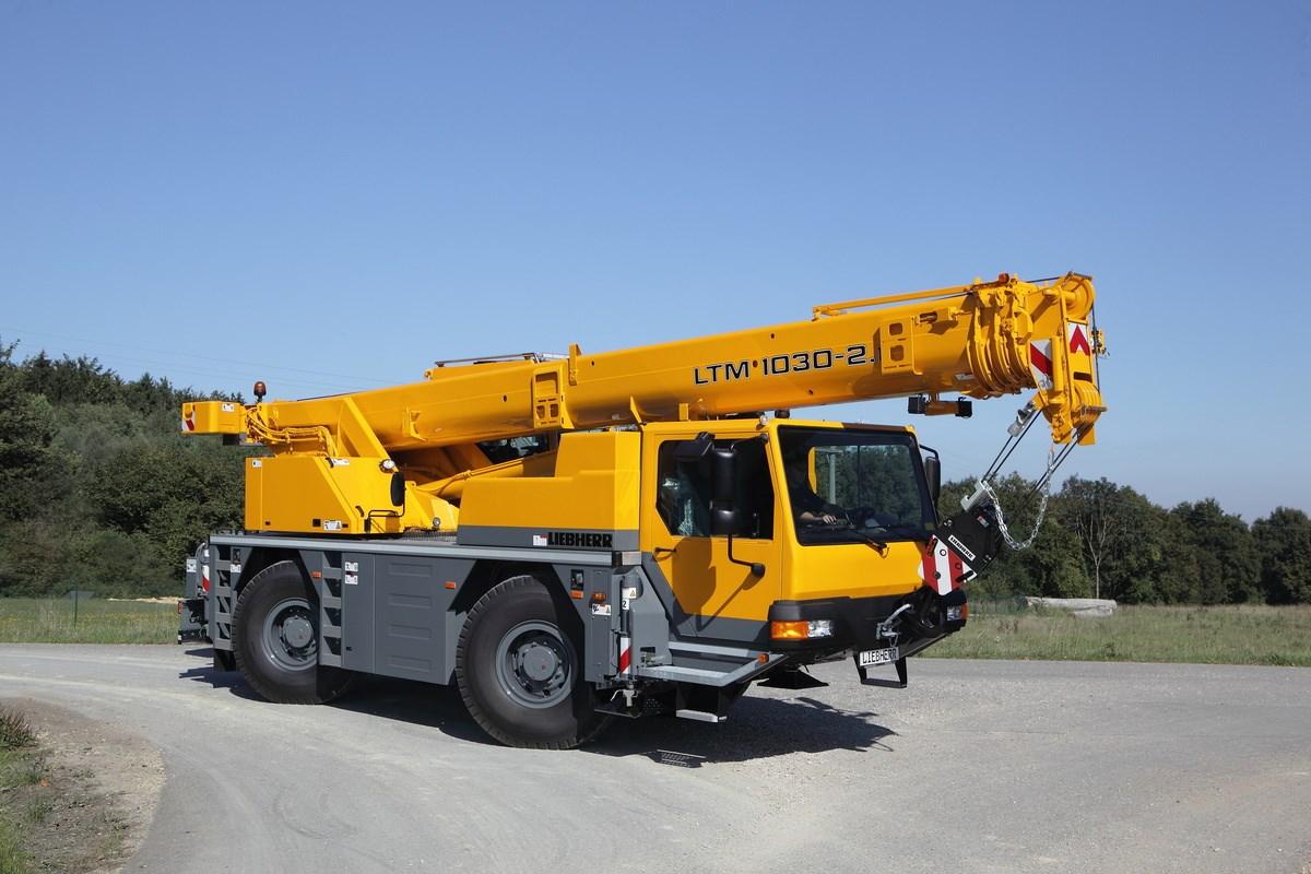 Jeřáb Liebherr LTM 1030-2 zpředu